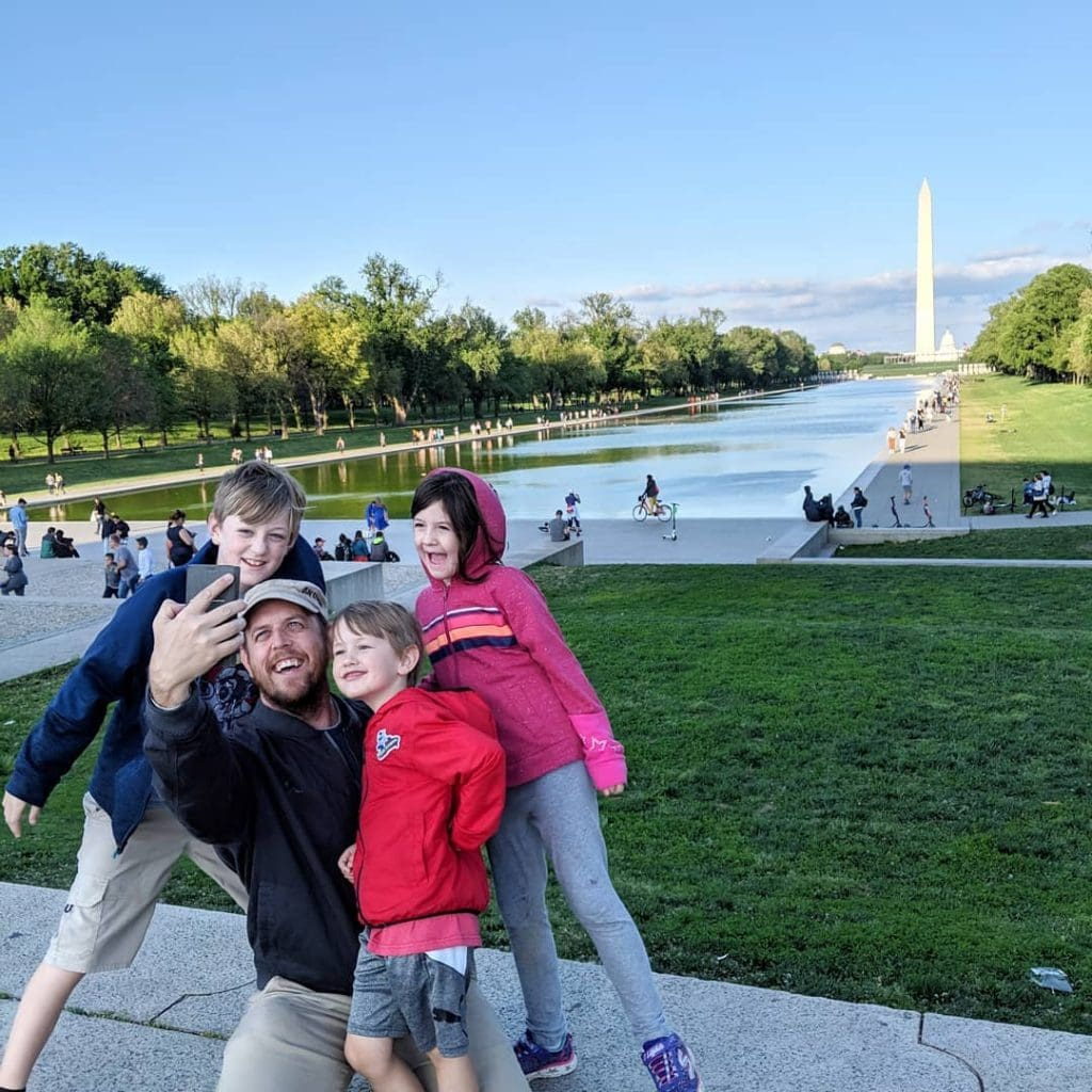 family in front of Washington monument