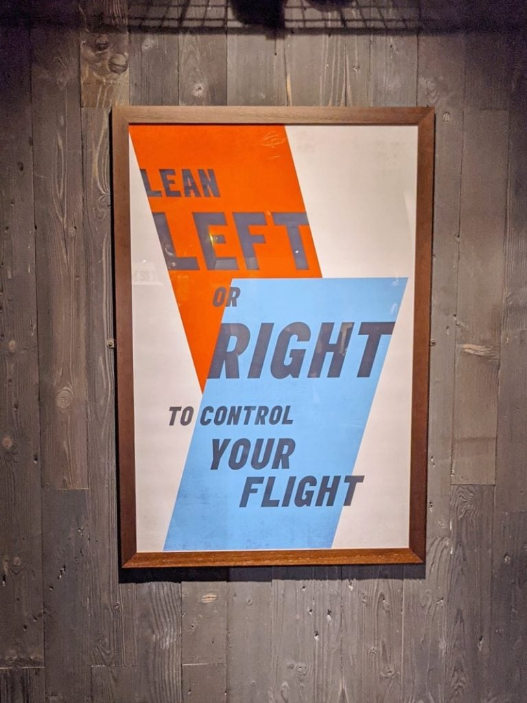 Lean left or right sign