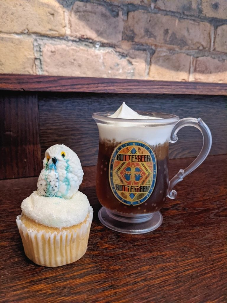 butterbeer bar and hedwig cupcake